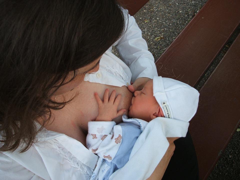 10 benefícios da amamentação para mamãe e bebê